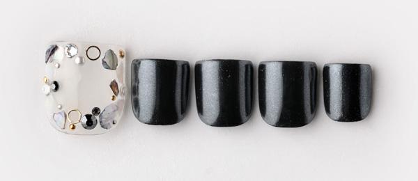 Black seashell(澤 桃代) | ネイルサロンtricia(トリシア)表参道店