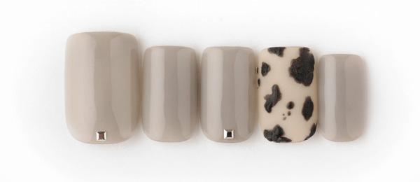 Cow pattern(髙橋 利佳) | ネイルサロンtricia(トリシア)銀座店