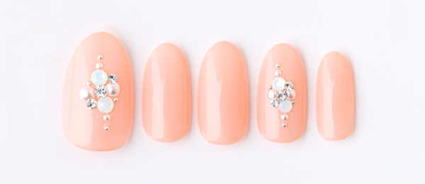 Coral pink & bijou(勝島 里絵) | ネイルサロンtricia(トリシア)銀座店