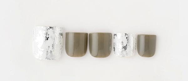 Silver metalic & Khaki(勝島 里絵) | ネイルサロンtricia(トリシア)銀座店