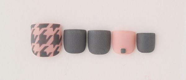 Zigzag pattern nail(中西 優奈) | ネイルサロンtricia(トリシア)銀座店