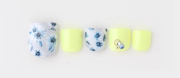 blue flower(片桐 麻美) | ネイルサロンtricia(トリシア)表参道店