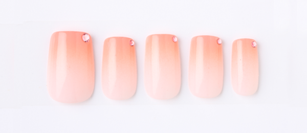 pink gradetion(高橋 美香) | ネイルサロンtricia(トリシア)表参道店